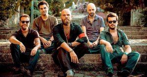 Soldan sağa ; Derya Eke-Davul, Faruk Demir Tugayoğlu – Klavye, Orçun Sünear-Vokal, Cem Konuk – Bass, Erdem Birgül – Gitar.