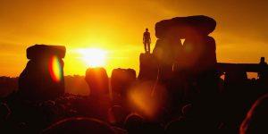 Güneşin Işıklarının Dik Geldiği Bugünün Gölgesizliğinde, Gölgelerimizden Kurtulmak Dileğiyle...